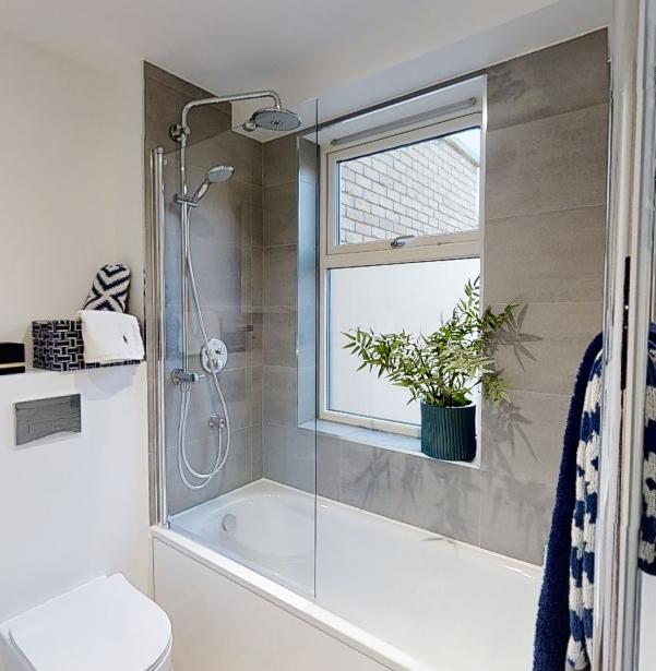 Bathroom_Screengrab_Tiles