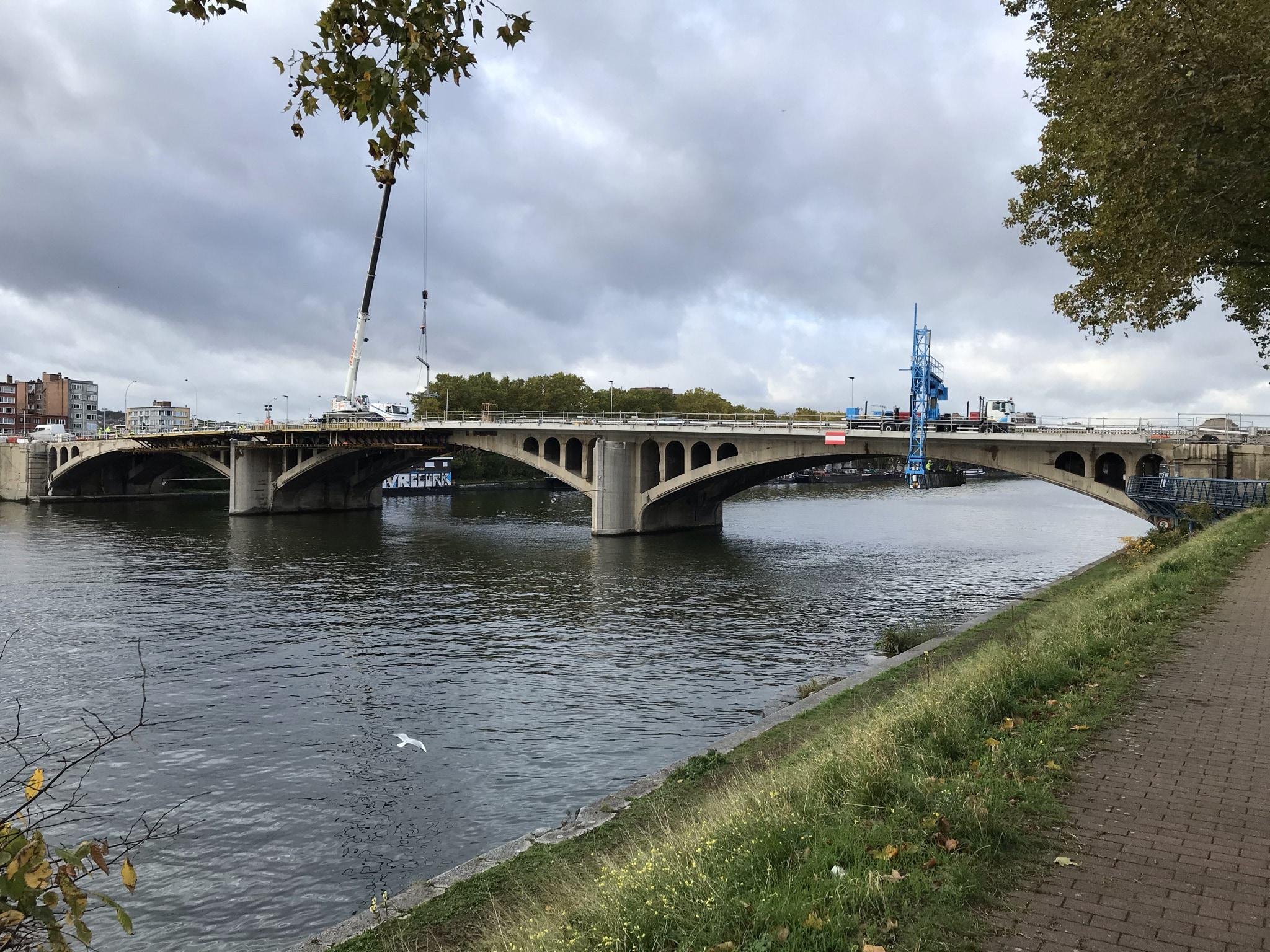 """De versterking van de steunpilaren van de """"Atlas-brug"""" te Luik"""