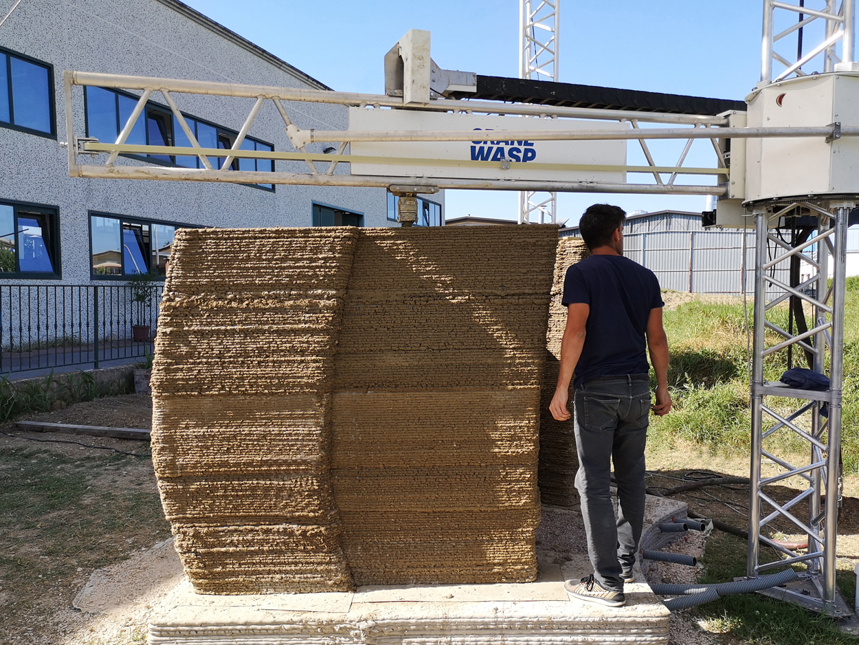 Tecla_3d printed earth wall section by Crane WASP_img1 (1)