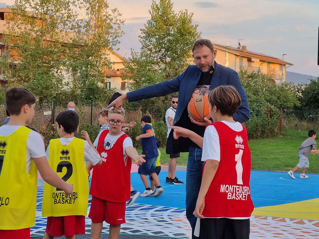 3 Mapei e Giacomo Galanda per Montemurlo_inaugurazione campo basket Oste