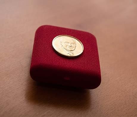 Assegnata la prima Medaglia Giorgio Squinzi istituita dalla Società Chimica Italiana, è stata conferita al prof. Federico Bella