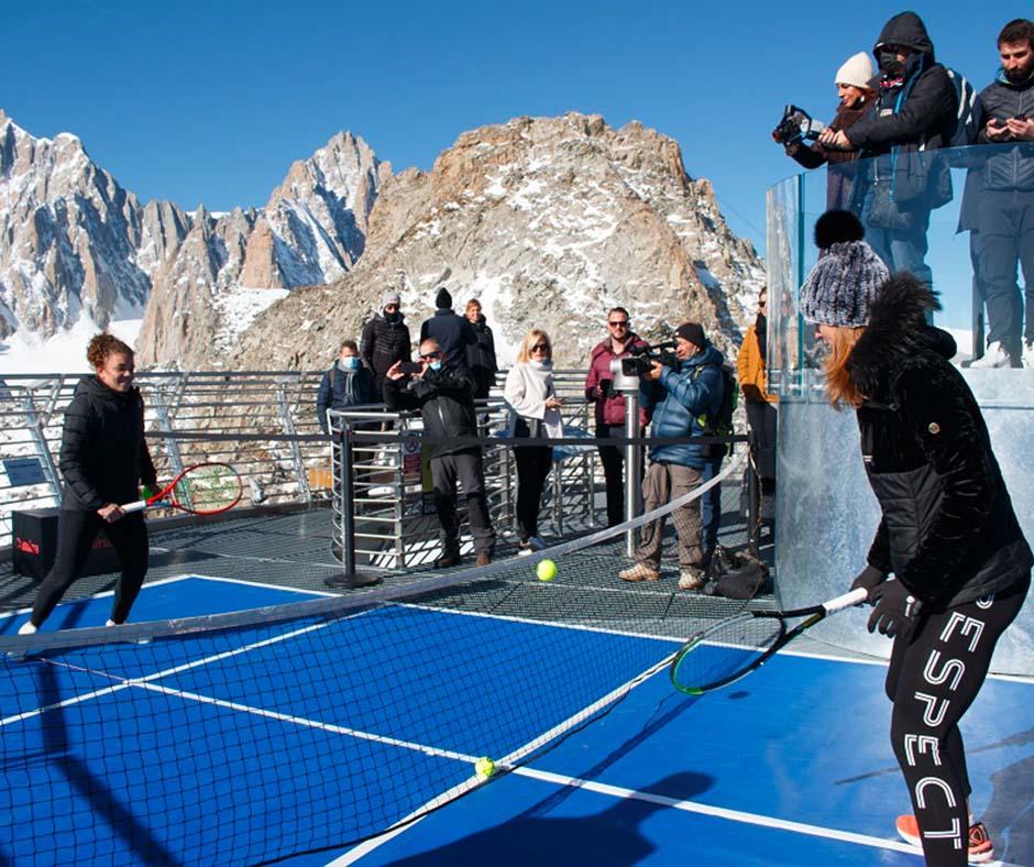 Mapei da record: un campo da tennis sul Monte Bianco per il palleggio più alto del mondo