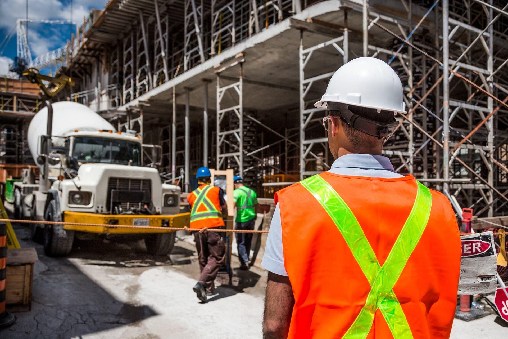Amíg lehet, az építőipari szakemberek dolgozni akarnak