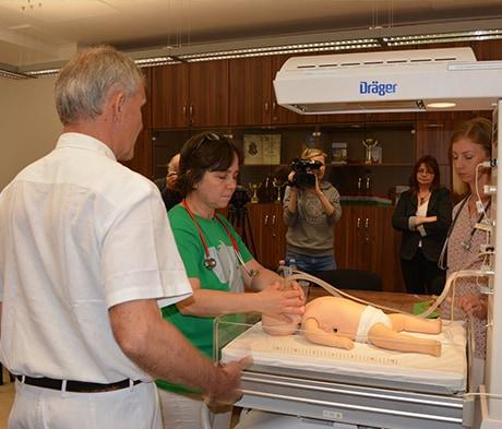 Bemutatóval egybekötött műszerátadó a váci kórházban