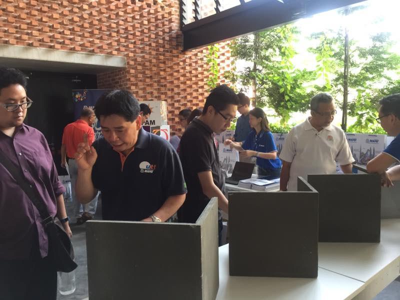 seminar participants examining display mock-ups in the foyer