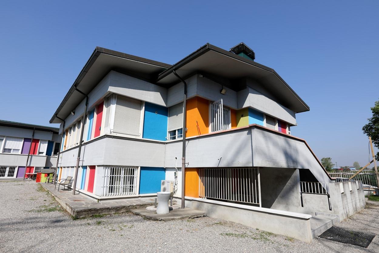 CasArché се преименува в Casa Adriana в памет на Адриана Спацоли, директор Маркетинг и комуникации в MAPEI до 2019 г. и поддръжник на фондацията Arché Onlus
