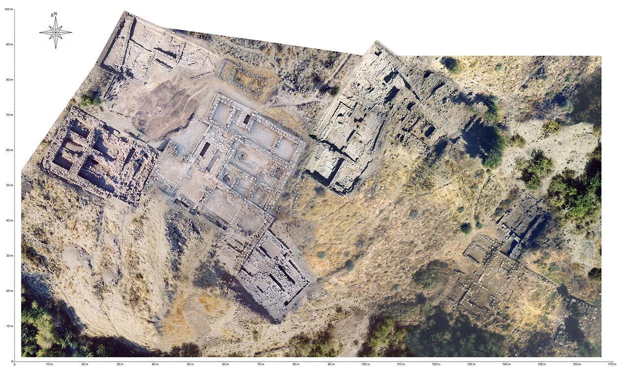 Книга за археологическия обект Тилман могила в Турция е посветена на Джорджо Скуинци и Адриана Спацоли