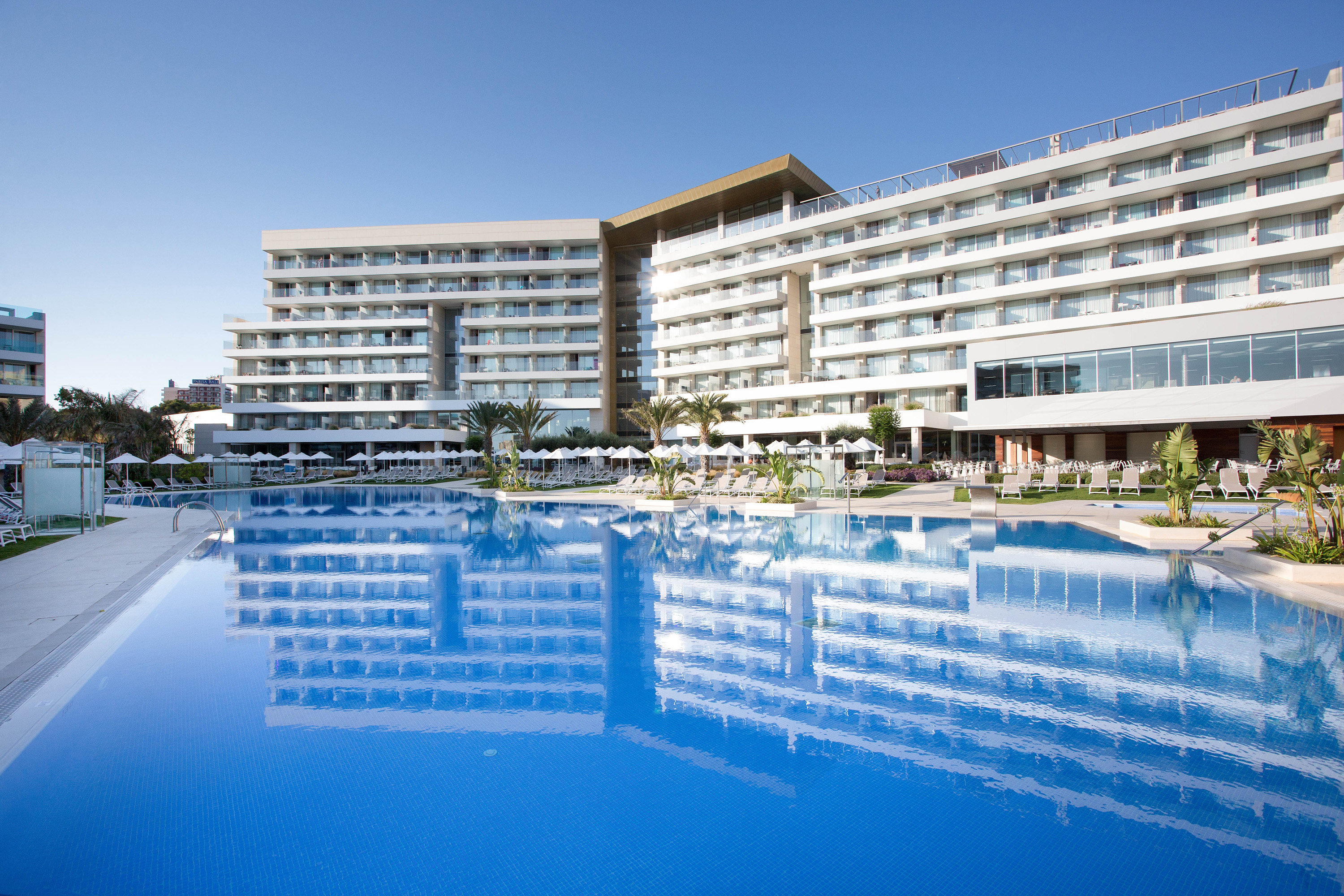 Hipotels Playa de Palma Palace pool and building 1
