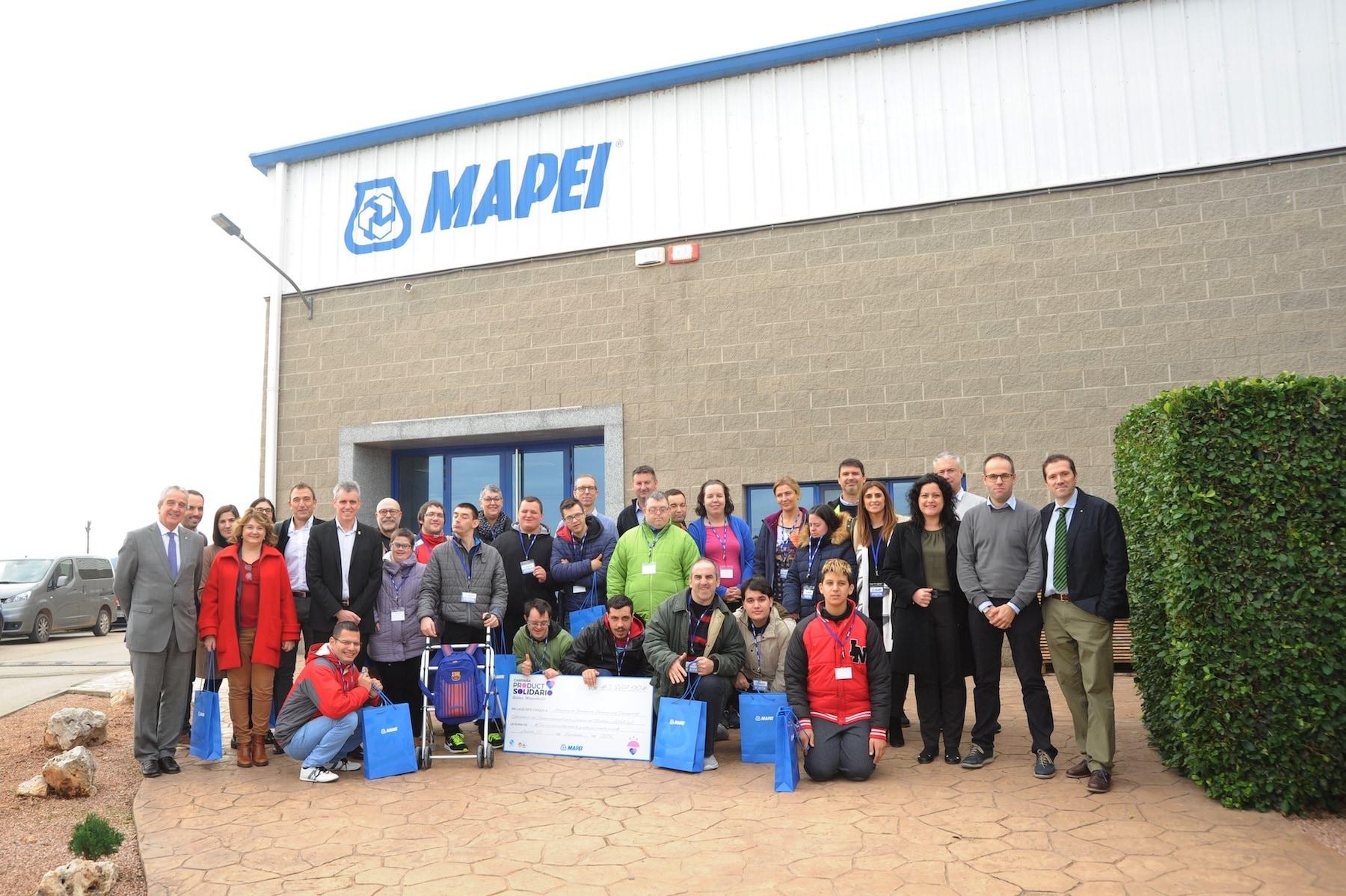 Mapei entrega su aportación Solidaria a APASA