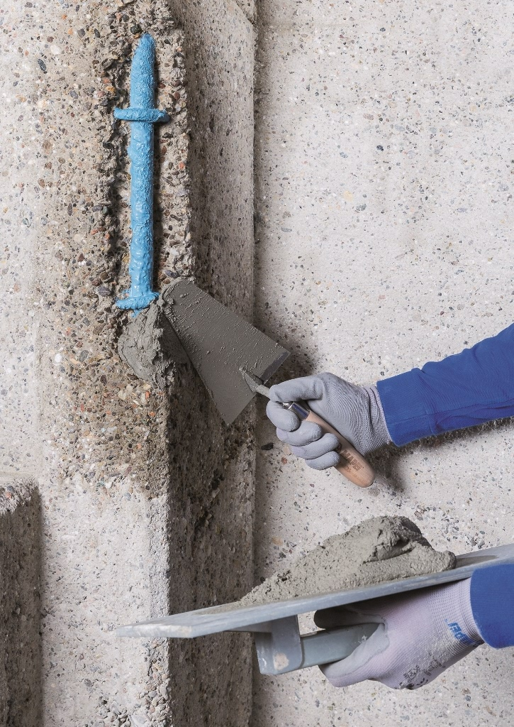 Cement mortar for the repair and smoothing of concrete