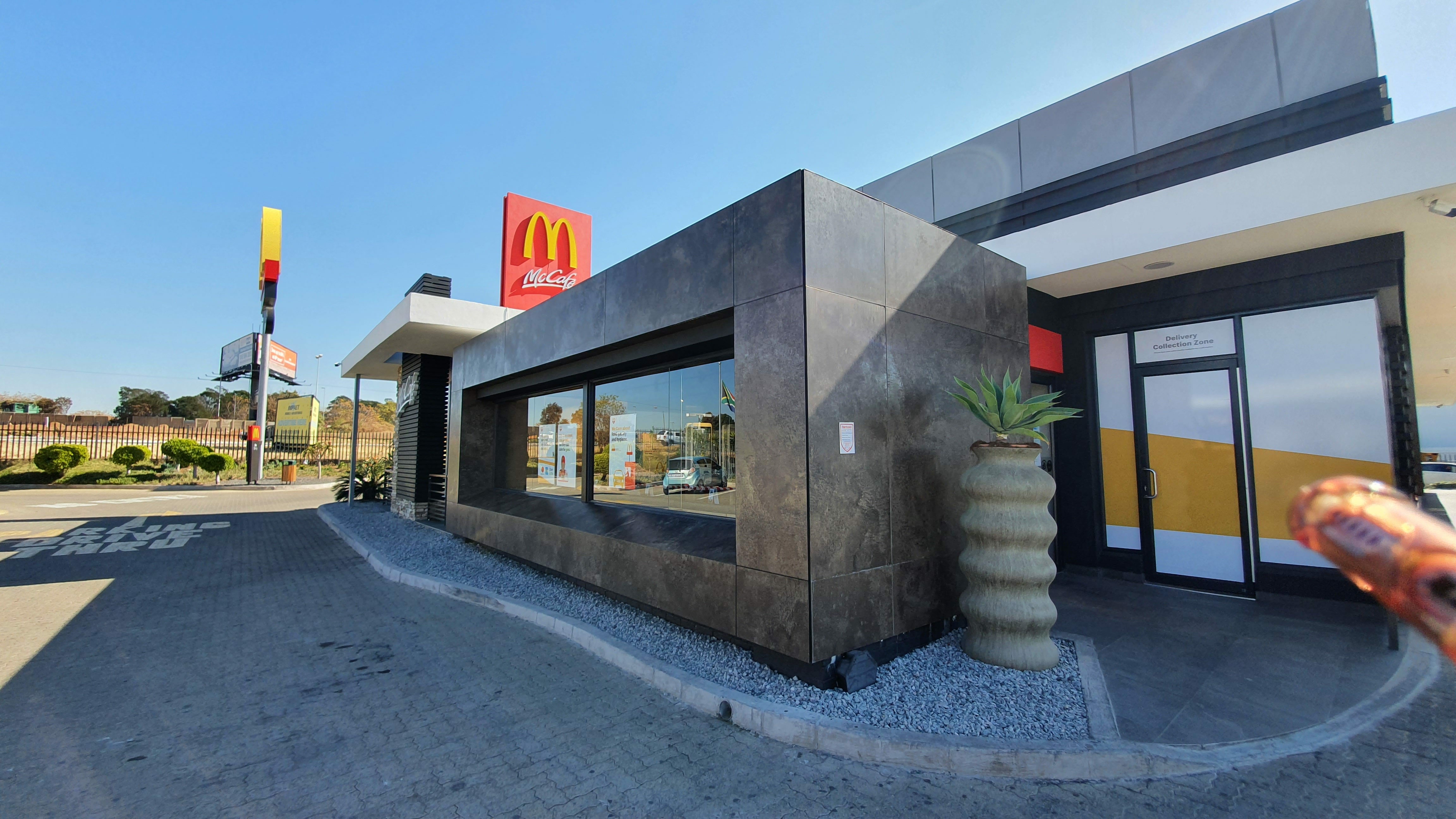 MAPEI Products Specified for Wall Feature at Fast Food Franchise