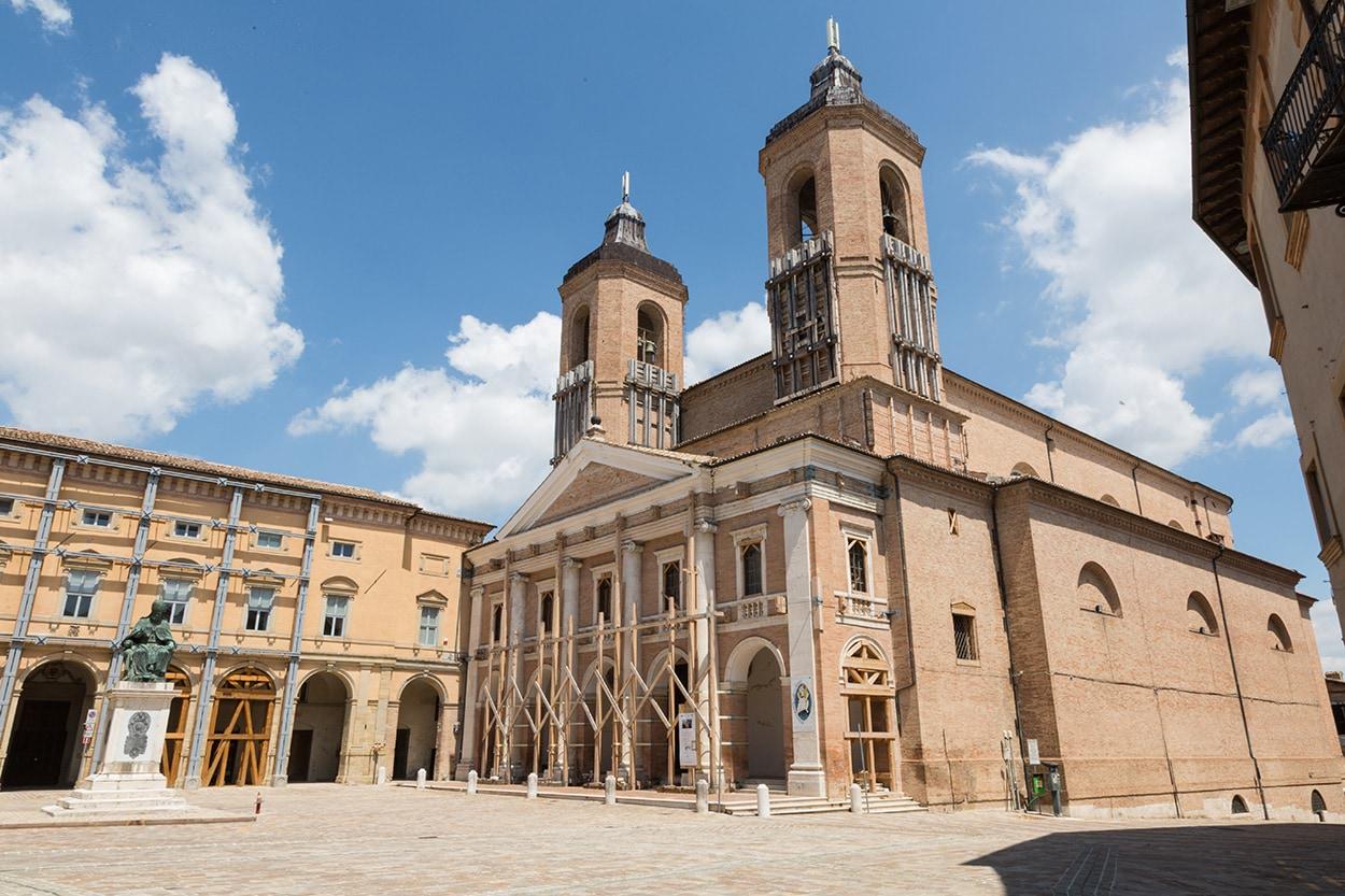 Terremoto 2016_Mapei_Cattedrale Santa Maria Annunziata, Camerino_piazza