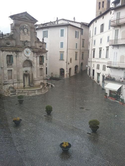Piazza del Mercato Spoleto Mapei (2)