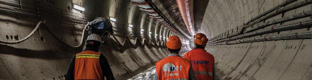 A tunnel carrying more than 300,000 passengers per day to Mexico City