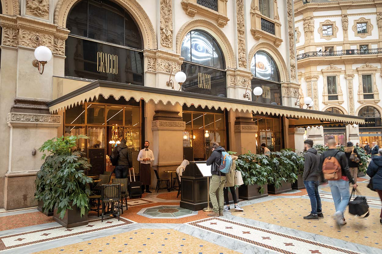 Mapei nel Ristorante Cracco in Galleria Vittorio Emanuele Milano posa piastrelle Gio Ponti ceramica (12)
