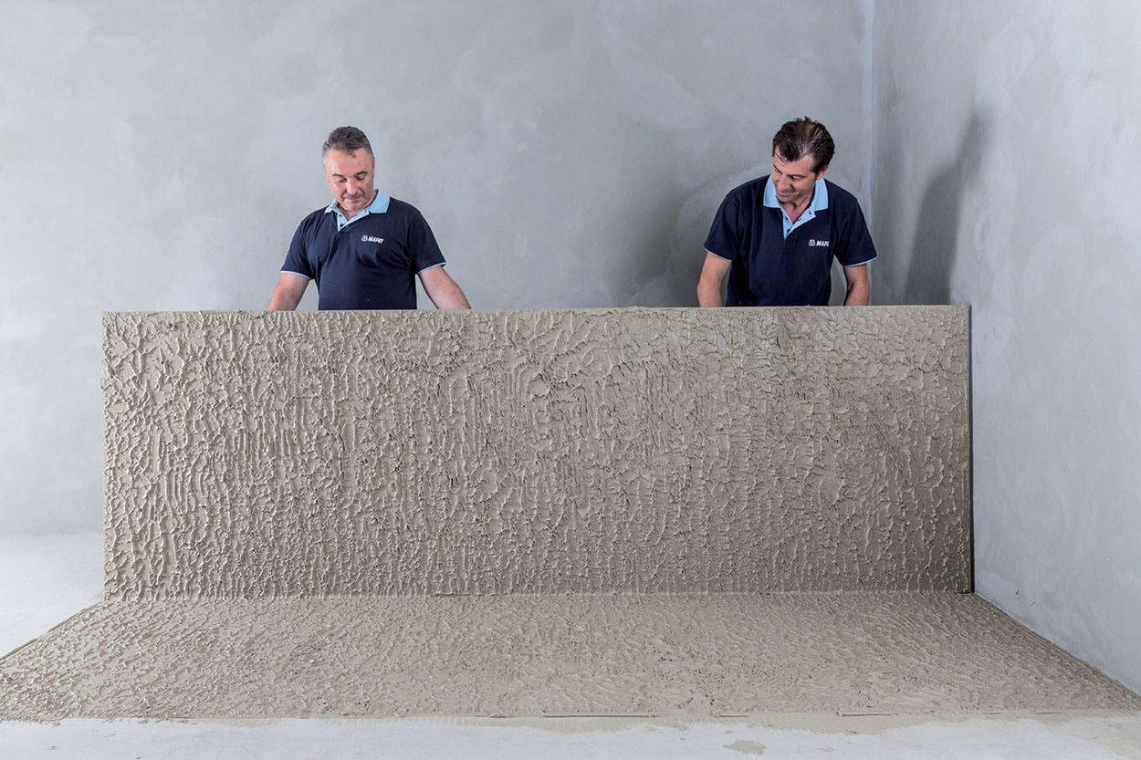 Adesivi Mapei posa di ceramica di grande formato bagnatura letto pieno