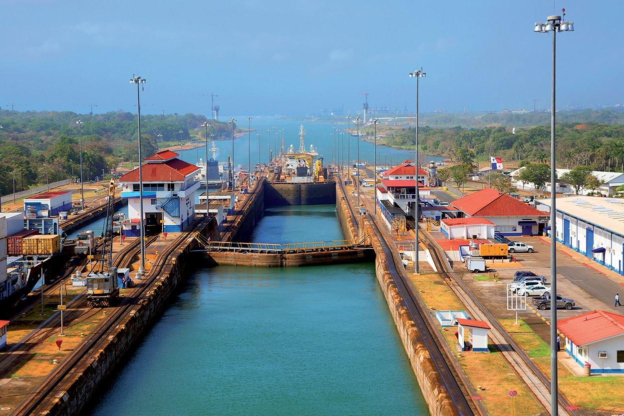 Mapei e il Canale di Panama - shutterstock_468292088