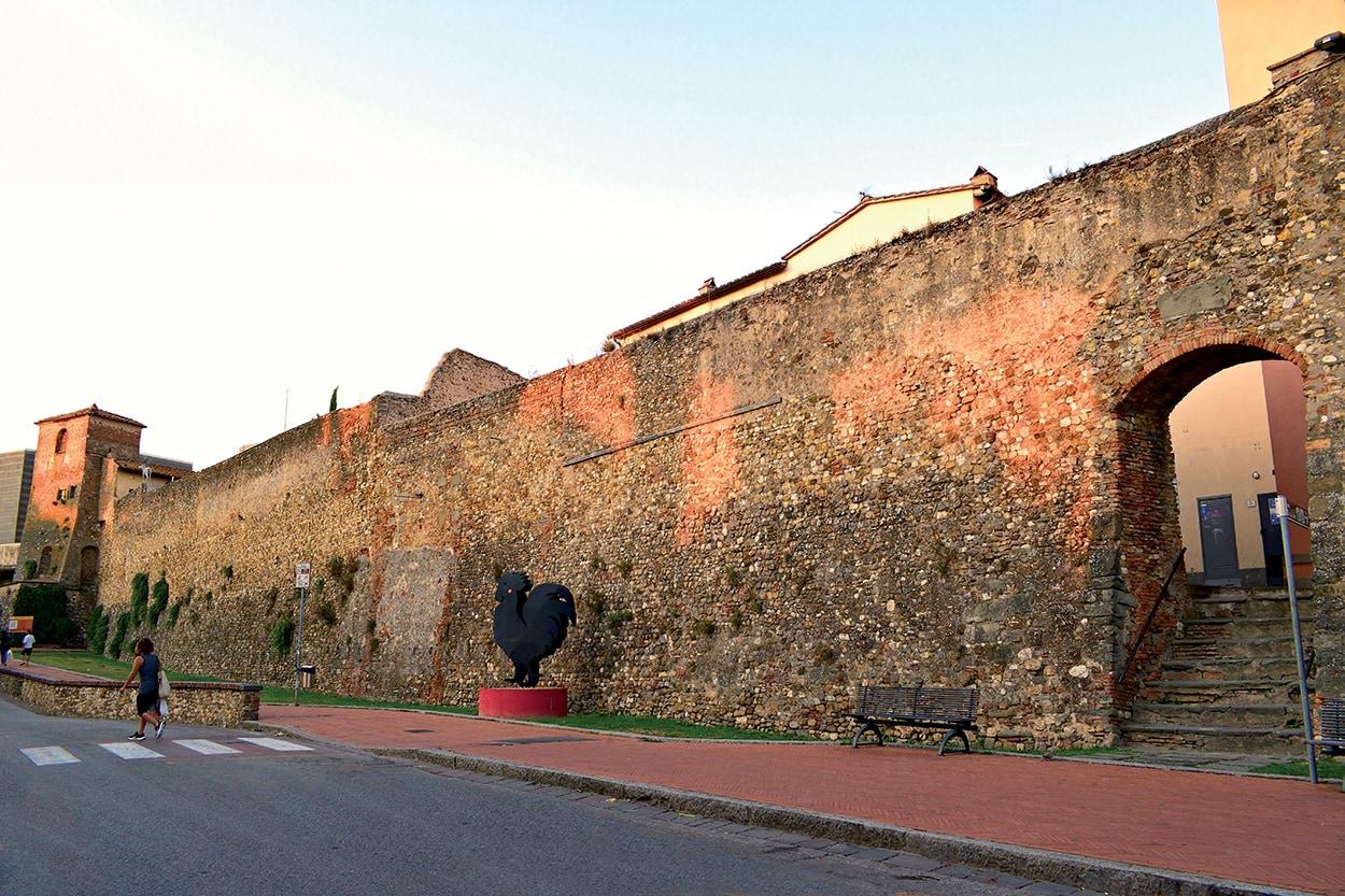 Mapei e le mura storiche di firenze - shutterstock_1366463063