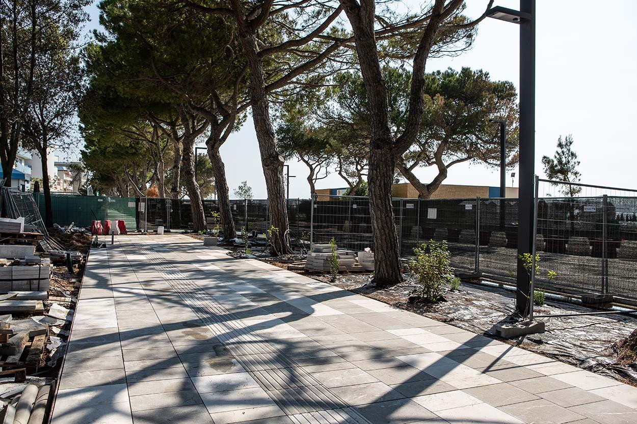 Al centro del progetto di riqualifica del waterfront Trieste il verde esistente - Mapei - MAPESTONE - MAPEI COLOR PAVING