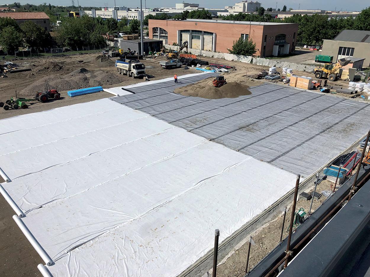 Mapei Football Center - Sassuolo - costruzione - Visione dall'alto: posizionamento geotessile e geogriglia (Foto1).
