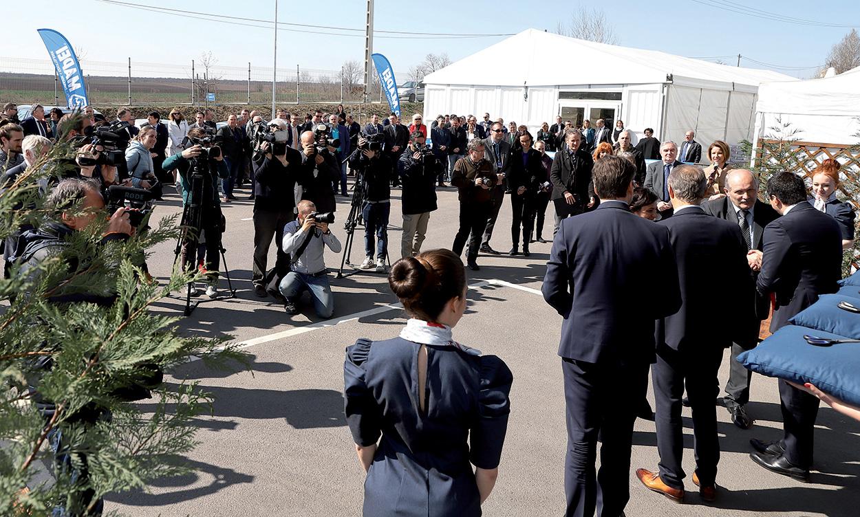 Lo scorso 20 marzo, nello stabilimento di Sóskút, Veronica Squinzi, Bela Markovich e Marco Squinzi hanno incontrato i giornalisti e fatto il punto su obiettivi raggiunti e progetti per il mercato ungherese.