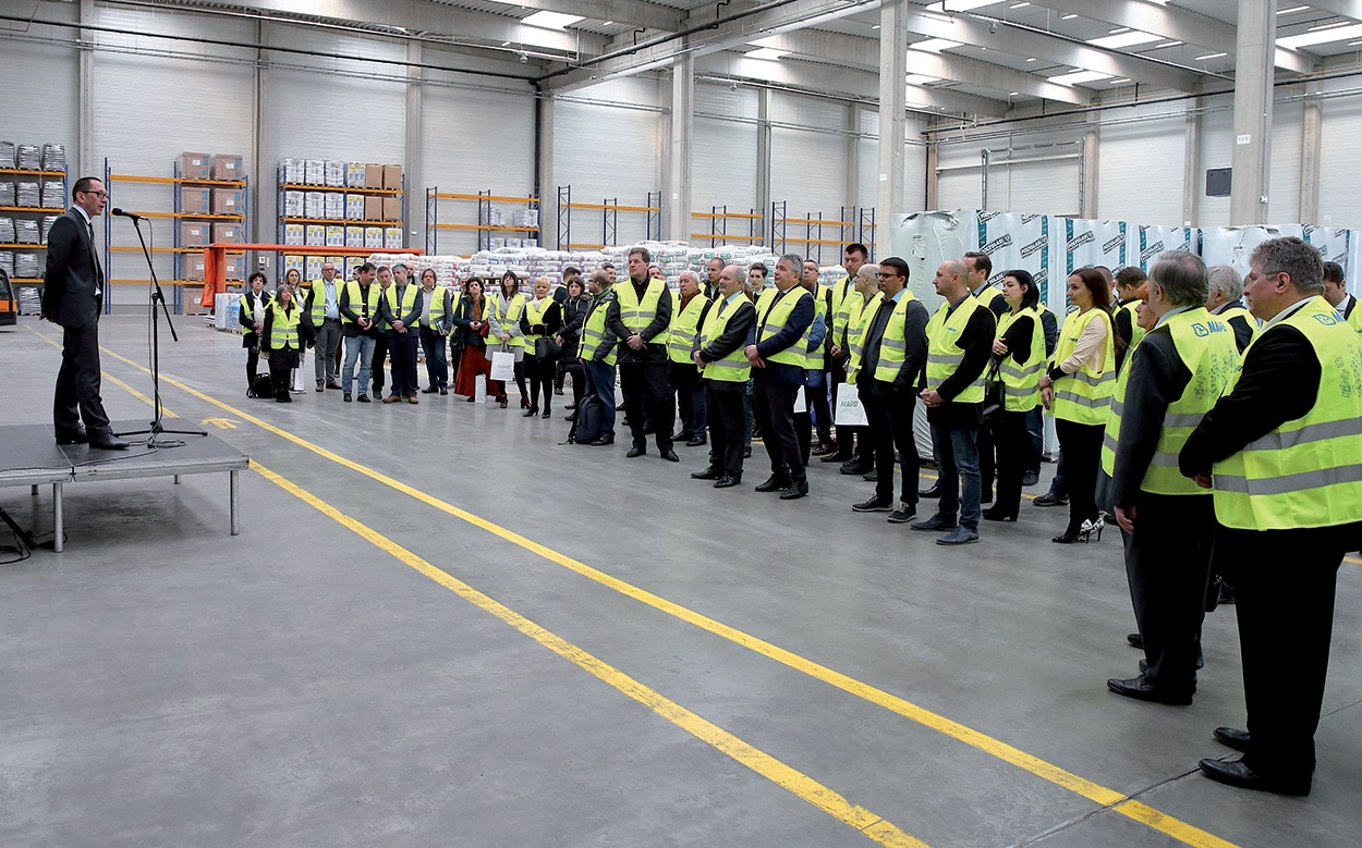 A guided tour of the recently extended production facility in Sóskút was held for local authorities and the company's clients and business partners.