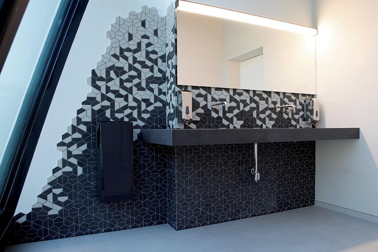Bagni della nuova sede Durst Phototechnik Bressanone_Mapei nel progetto del nuovo Quartier Generale (6)