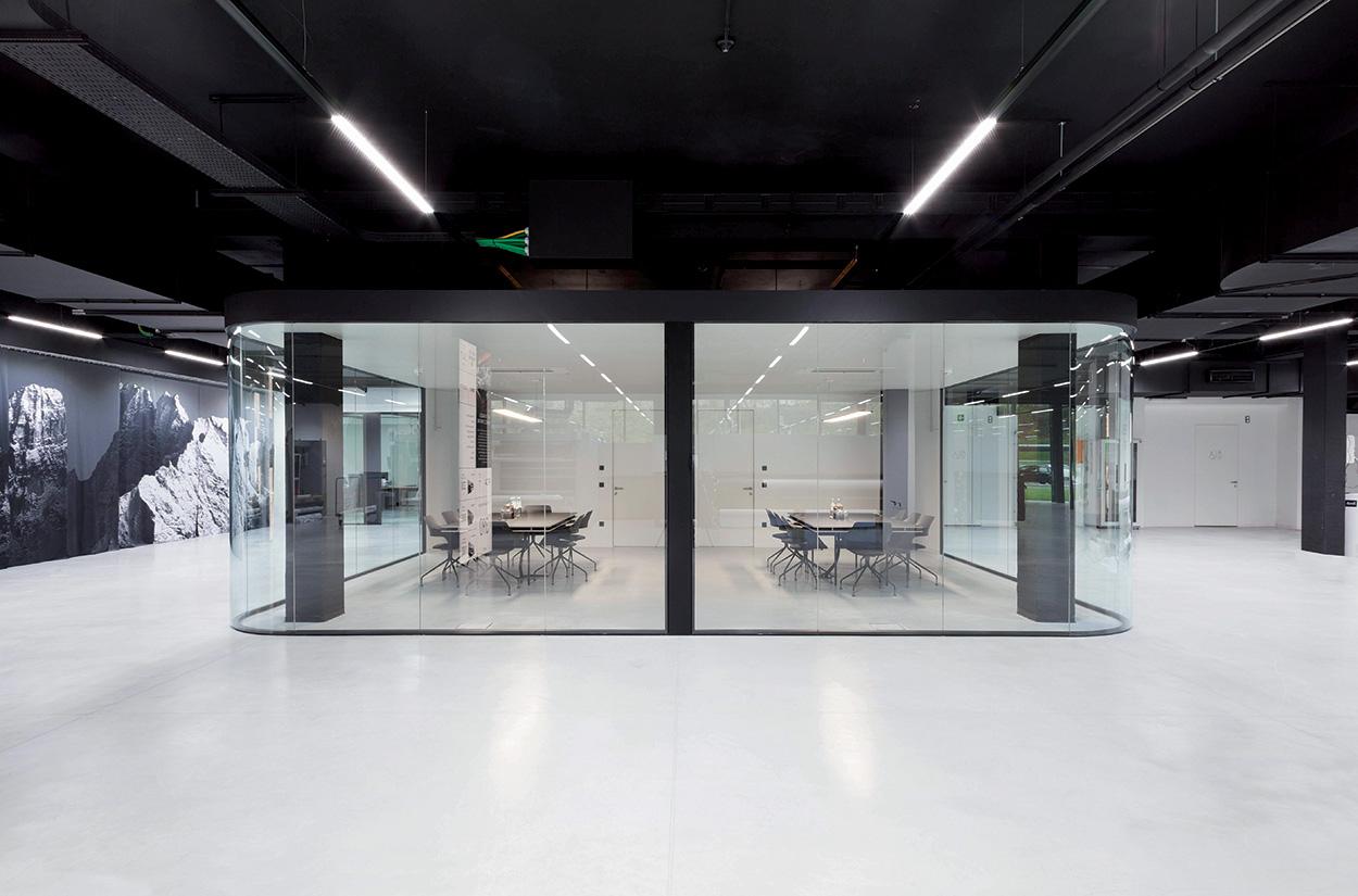 Spazio uffici e riunioni nuova sede Durst Phototechnik Bressanone_Mapei nel progetto del nuovo Quartier Generale (8)