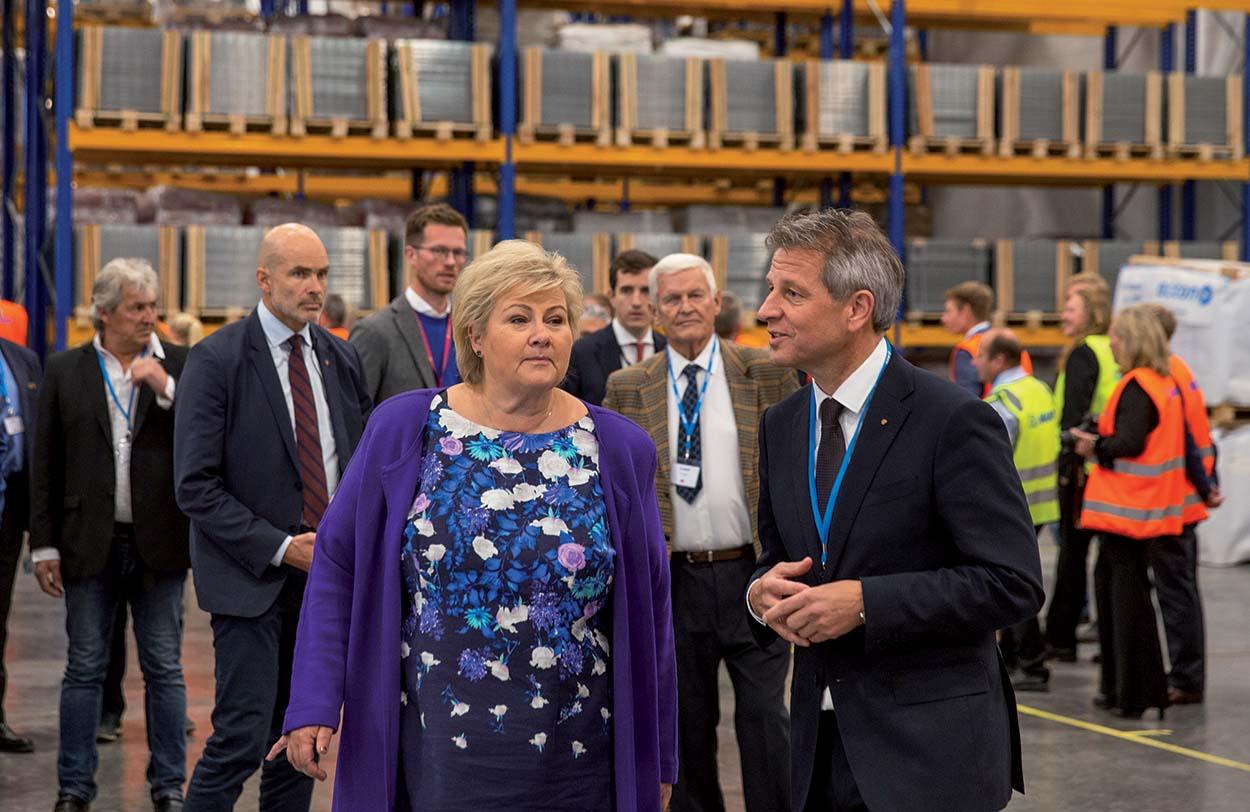 Mapei amplia lo stabilimento produttivo in Norvegia_Erna Solberg Primo Ministro norvegese visita la fabbrica