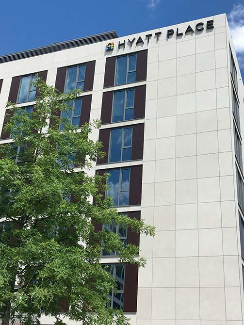 facciata - Prodotti Mapei per il JOI-Design_HyattPlace_Frankfurt_CreditsToSimoneAhlersforJOI-Design - Hyatt hotel