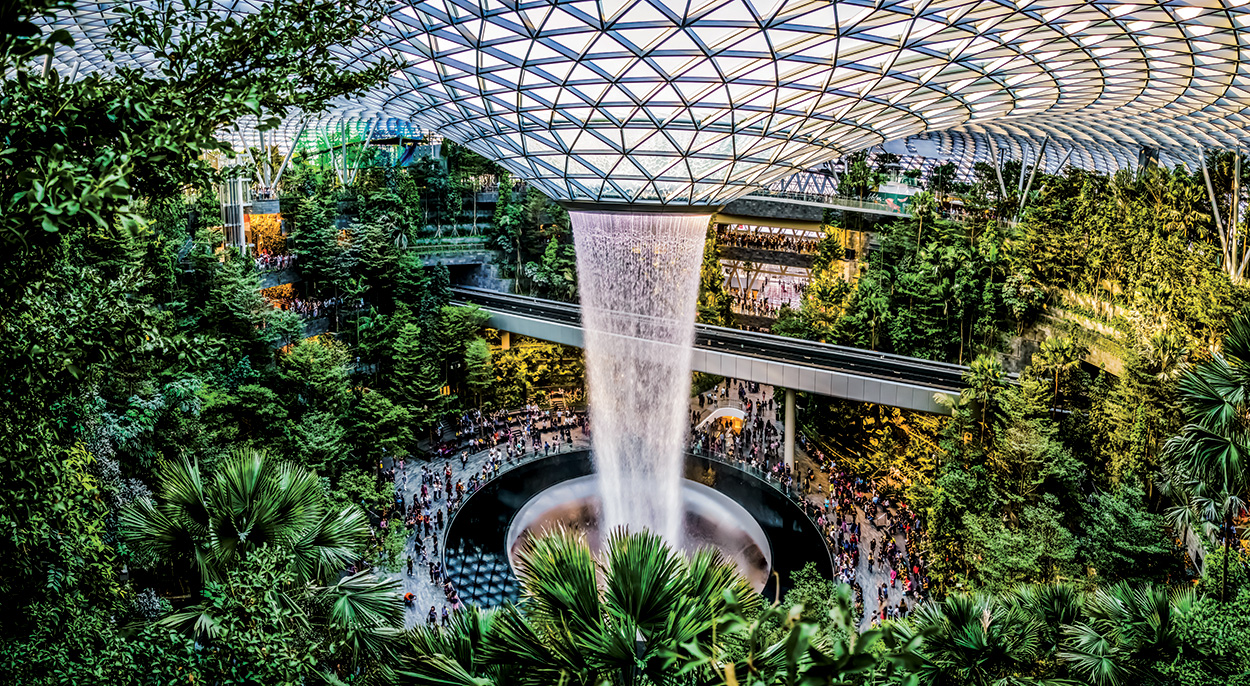 Mapei nel Singapore Jewel Changi Airport - interni - shutterstock_1373498513