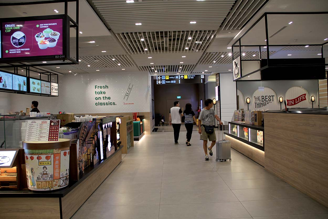 Singapore Jewel Changi Airport - La zona ristorazione è stata rivestita con piastrelle ceramiche posate con KERAFLEX e stuccate con KERACOLOR SF.