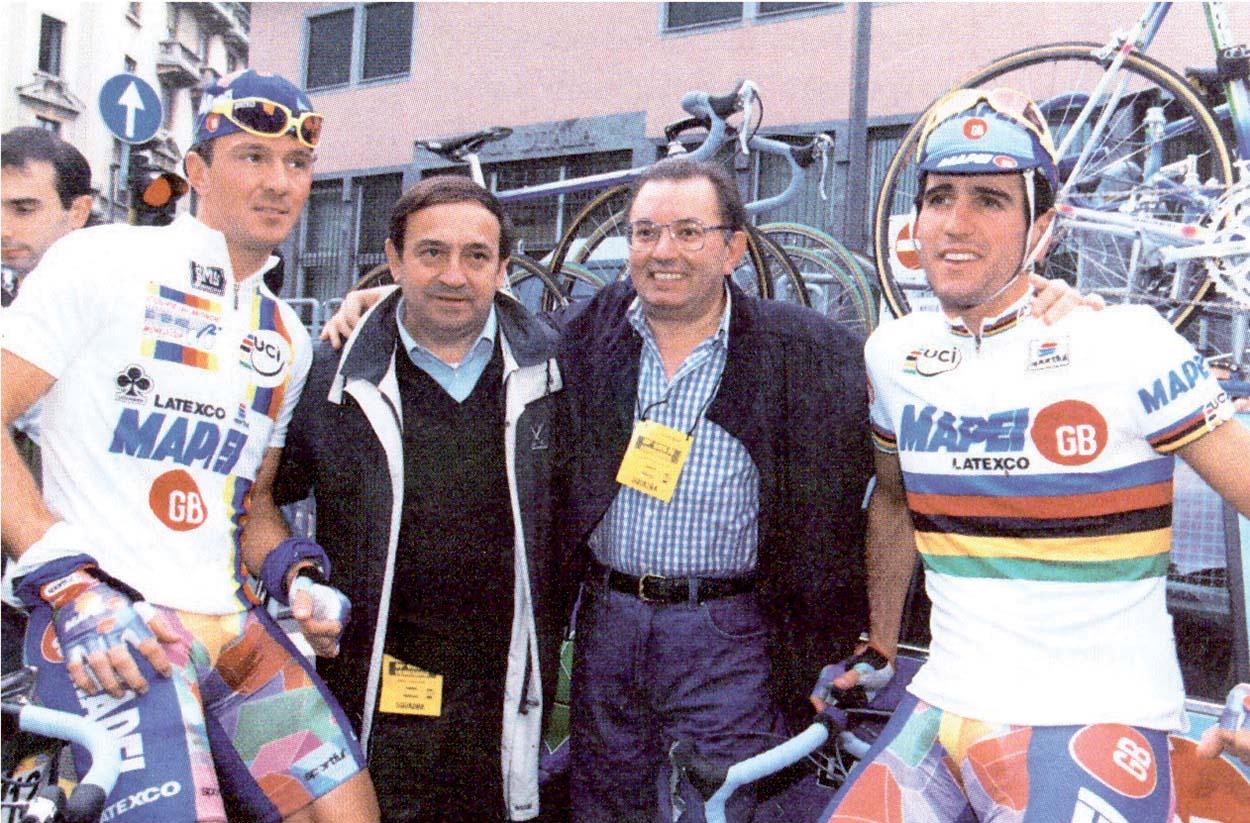 1995. Il vincitore della Coppa del Mondo Johan Museeuw e il Campione del Mondo su strada Abraham Olano con Ernesto Colnago e Giorgio Squinzi.