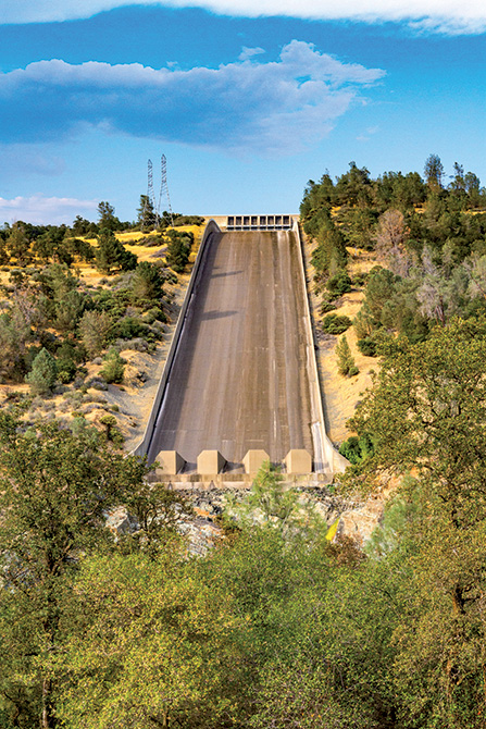 Il canale di scarico della diga dopo l'intervento con MAPEFILL americano -Rinforzo Strutturale Diga di Oroville California con le soluzioni di Mapei