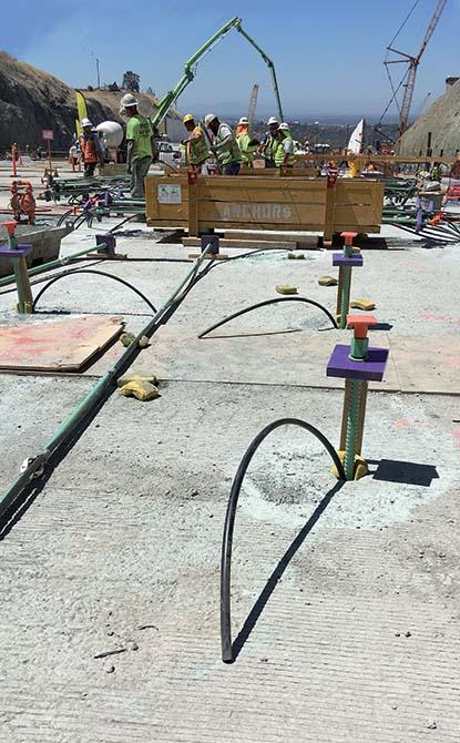 Rinforzo Strutturale Diga Oroville California_applicazione della malta PLANIGROUT755 pompata direttamente nei fori che ospitano le barre di armatura