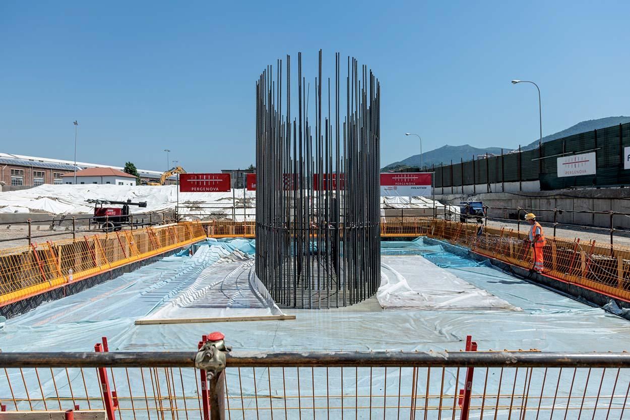 Per il mix design del calcestruzzo utilizzato per realizzare le pile Mapei ha fornito gli additivi DYNAMON XTEND W400N, DYNAMON LZ 551  e MAPEFAST ULTRA. Ponte Morandi ora nuovo Ponte di Genova - il Ponte San Giorgio e i prodotti Mapei (3)