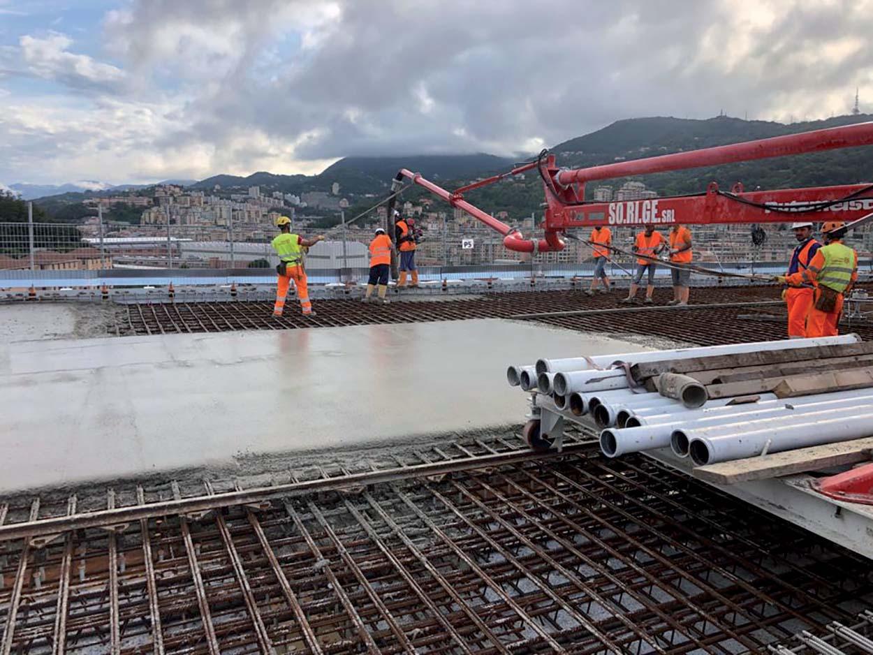 Per il getto del calcestruzzo sull'impalcato sono stati forniti gli additivi DYNAMON XTEND W 202N, DYNAMON LZ 551, EXPANCRETE PLUS. Ponte Morandi ora nuovo Ponte di Genova - il Ponte San Giorgio e i prodotti Mapei (7)