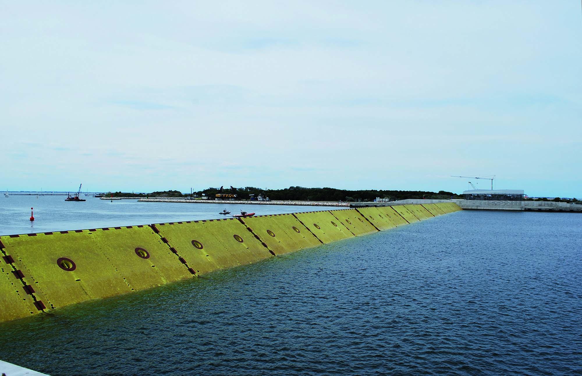 Bocca di porto di Chioggia: movimentazione delle paratoie_Le paratoie del MOSE a Venezia - Mapei parte del progetto