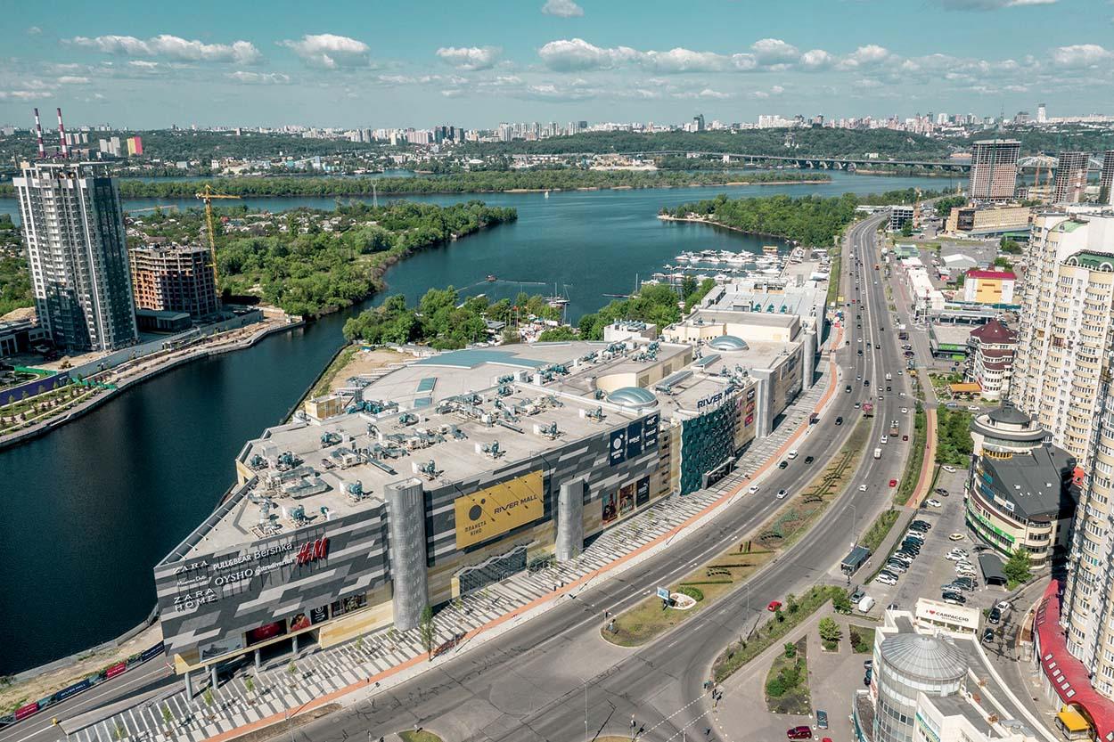Shopping Centre River Mall_Kiev_Mapei-Il River Mall è un grande centro commerciale e di intrattenimento lungo le sponde del Nidro, realizzato tra il 2018 e il 2019.