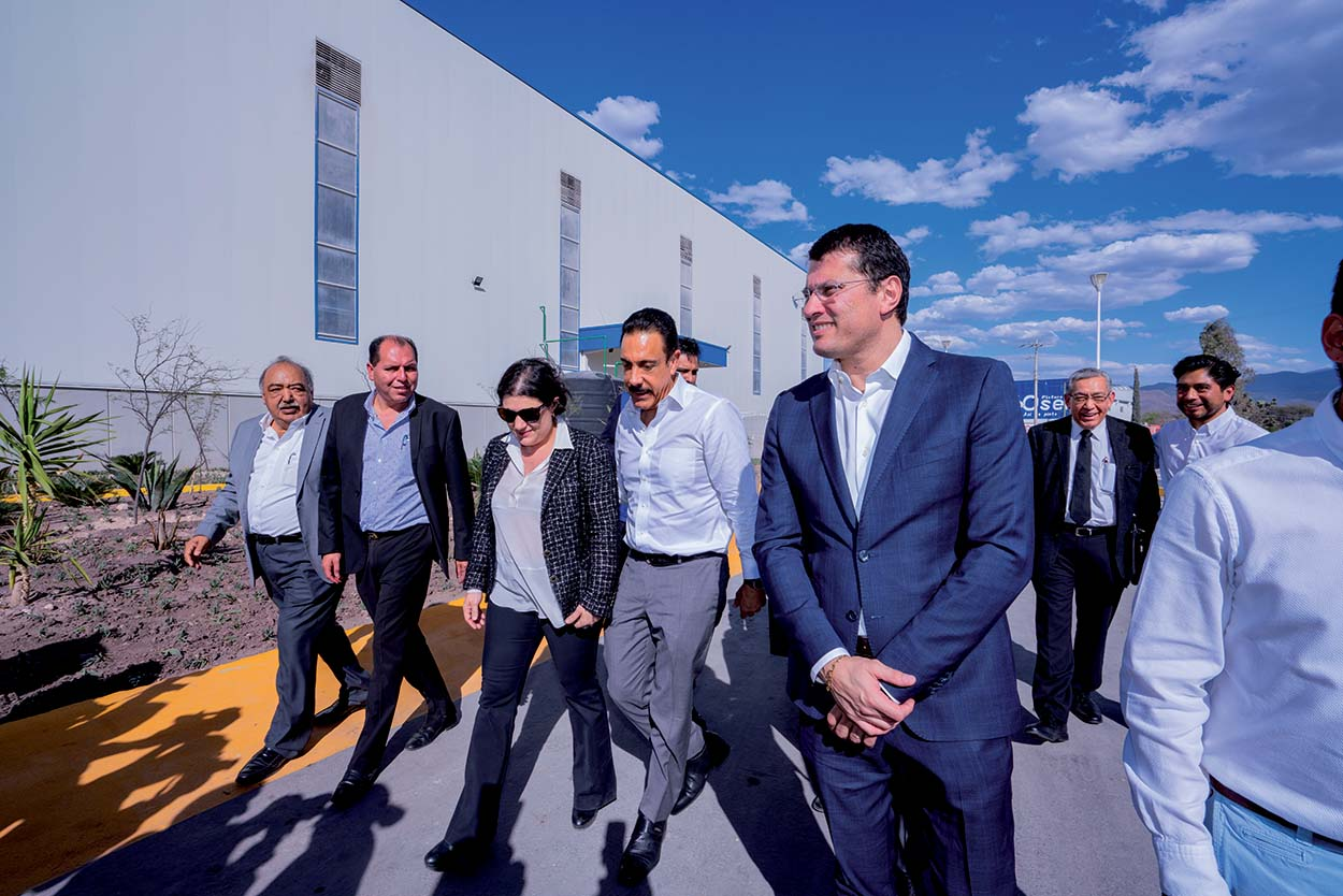 The official opening ceremony of the Zimapán plant took place on the 20th February and was attended by members of the Mapei Group's Board of Directors and local authotities.
