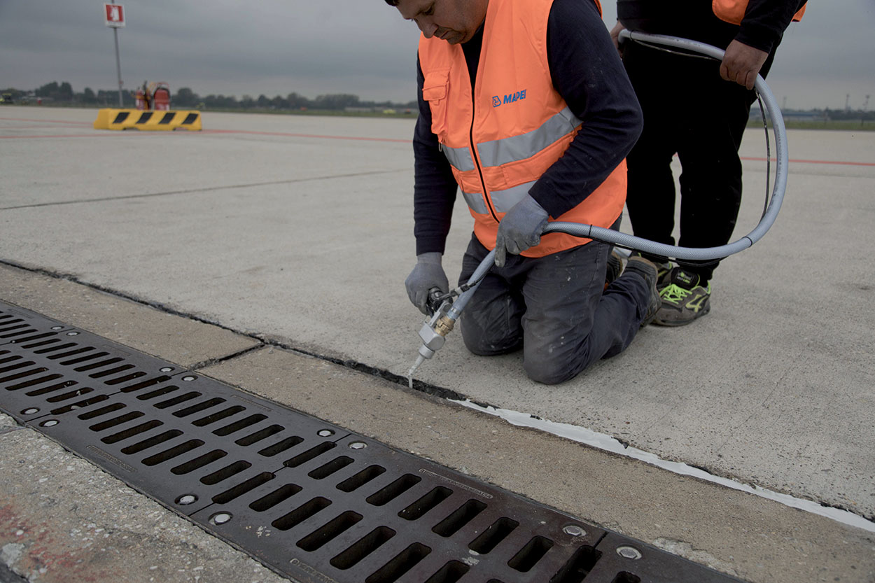 25 km of joints sealed in the concrete road surface with Mapeflex by Mapei - Milan Airport of Linate