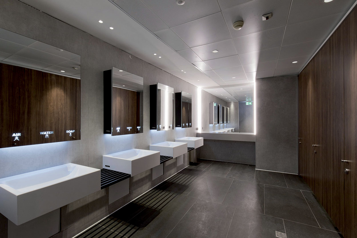 Airport Linate - ceramic tiles were installed in the bathrooms of Linate airport with ULTRALITE S2