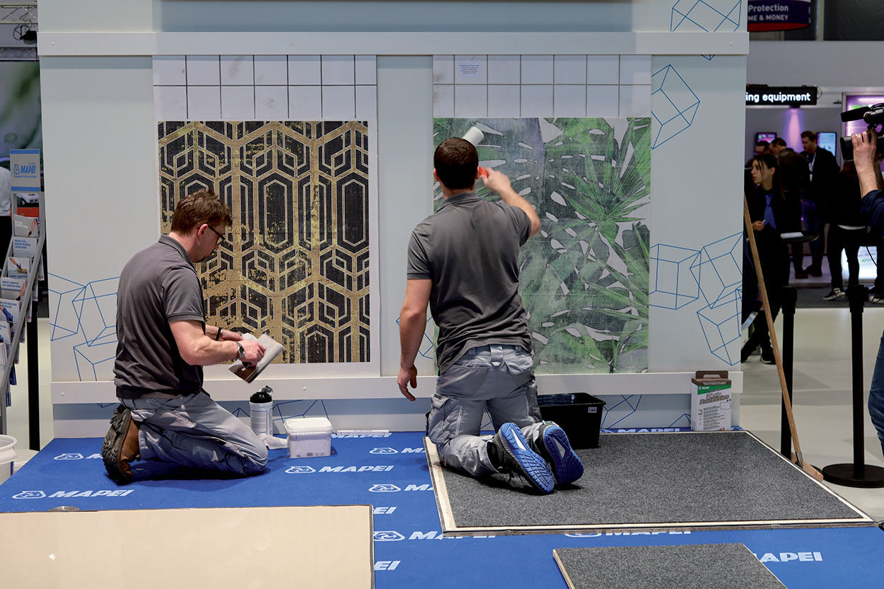 Mapei technicians showed the application of the new Decor line at Domotex 2020