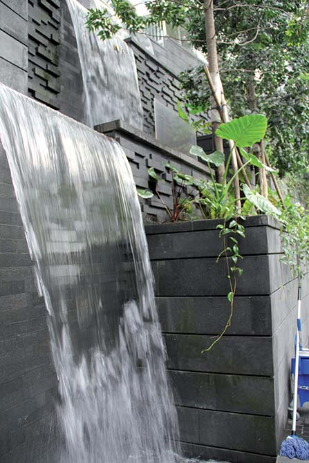 Mapei products and technology for the construction of the Singapore Jewel Changi Airport_The walls of the waterfall are covered with lava stone slabs installed with KERAFLEX MAXI S1. The joints were grouted with KERACOLOR SF