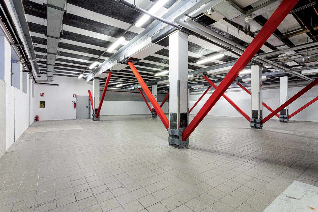 Mapei's FRP-base MapeWrap for structural strengthening of IN's store in Cologno Monzese Milano Italy (3)