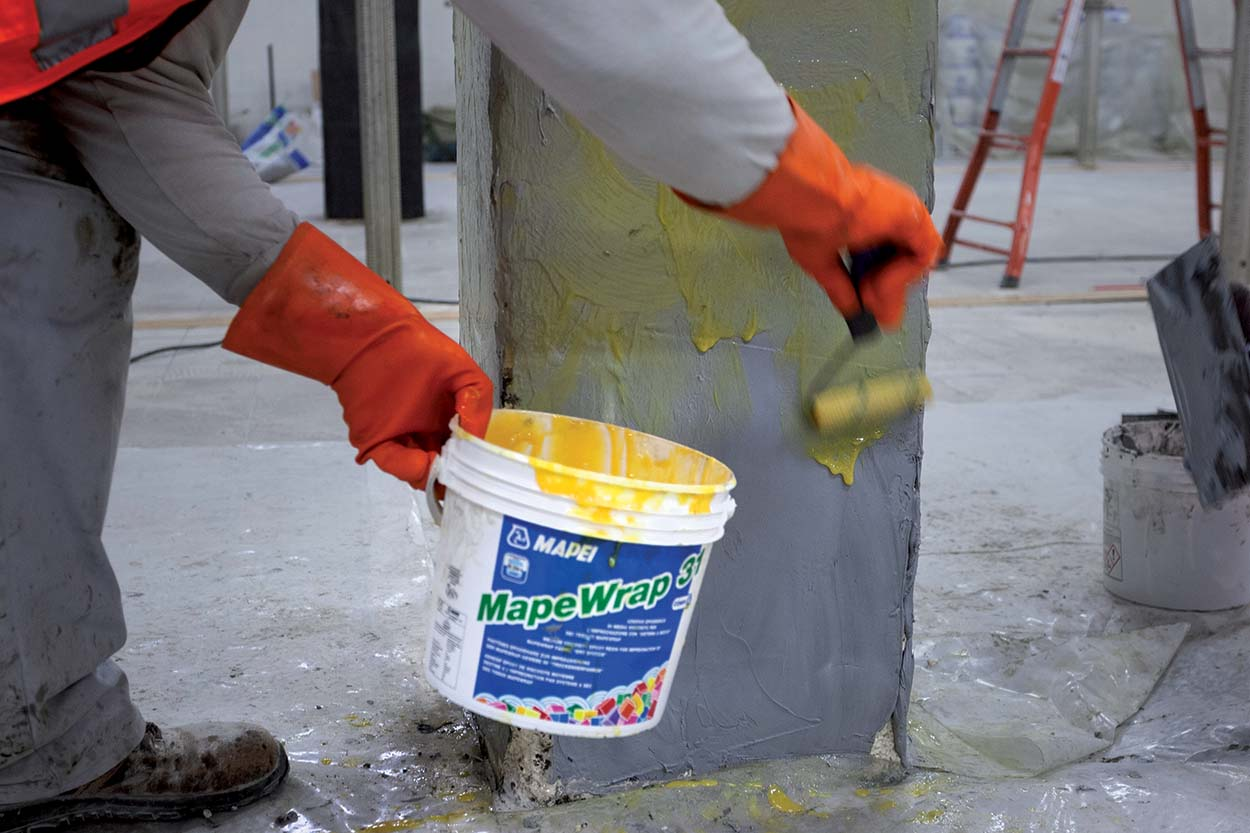 """First coat of MAPEWRAP 31 impregnator applied """"wet-on-wet"""" over the levelling layer of MAPEWRAP 11-Mapei's FRP-base MapeWrap for structural strengthening of IN's store in Cologno Monzese Milano Italy (5)"""