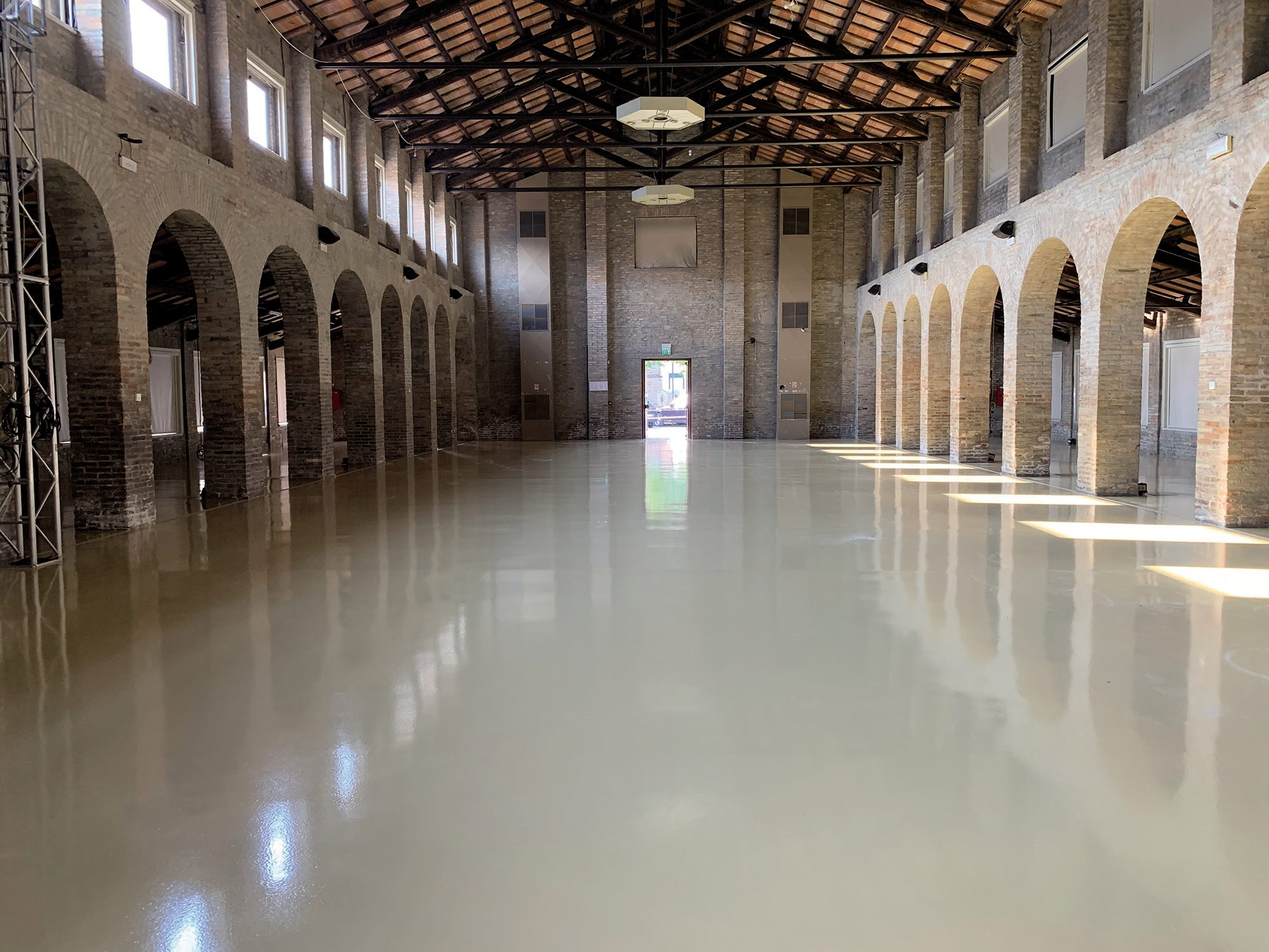 Almagià is a cultural hub located in the warehouse of a former sulphur refinery _Mapefloor System 33_finito