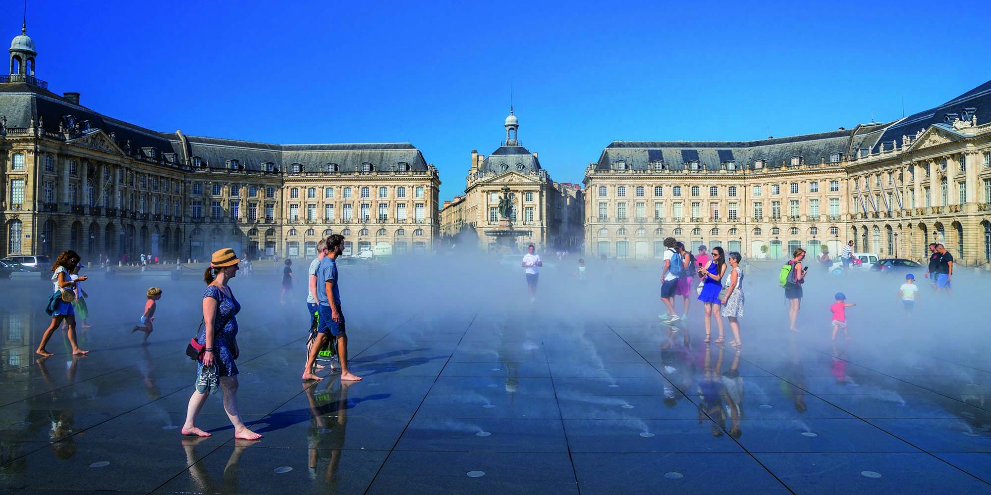 The Miroir d'Eau in front of Place de la Bourse in Bordeaux (France), designed by Michel Corajoud_Realtà Mapei International 86