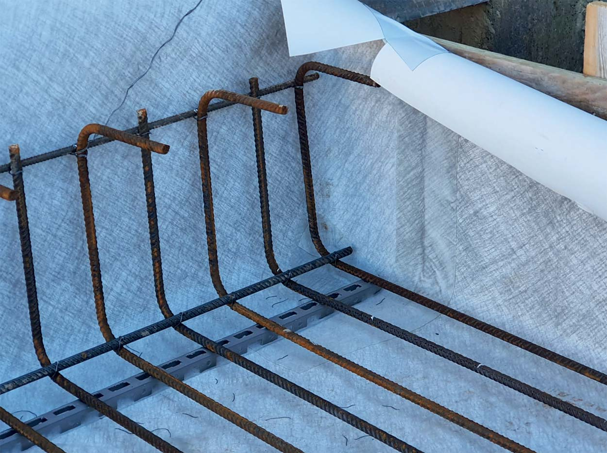 Positioning rebar_Fully-bonded  waterproofing membranes by Mapei