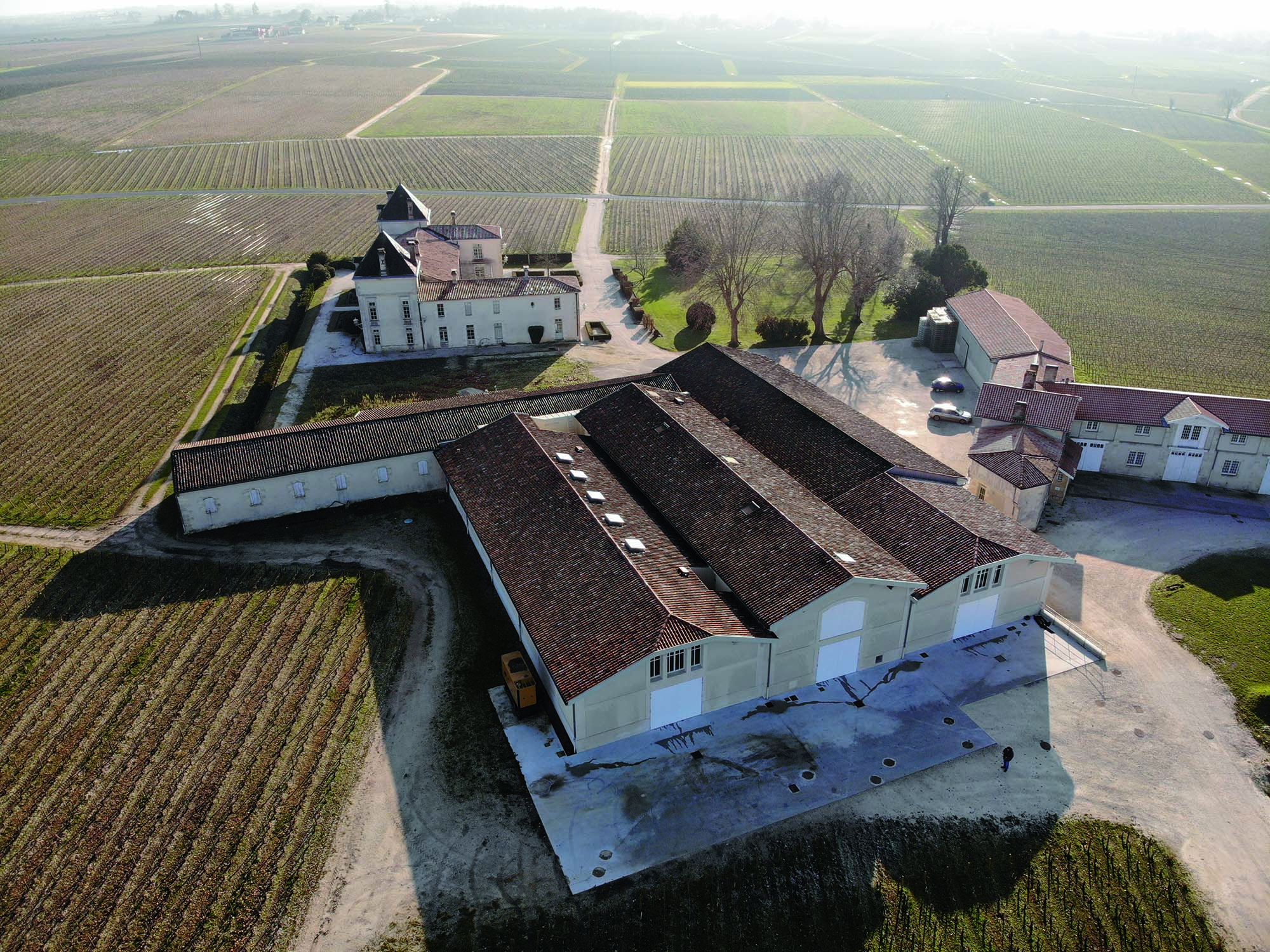 Château de Pez_An external view of the winery. In the foreground one can see the new building hosting the wine-making process_Mapei solutions for w